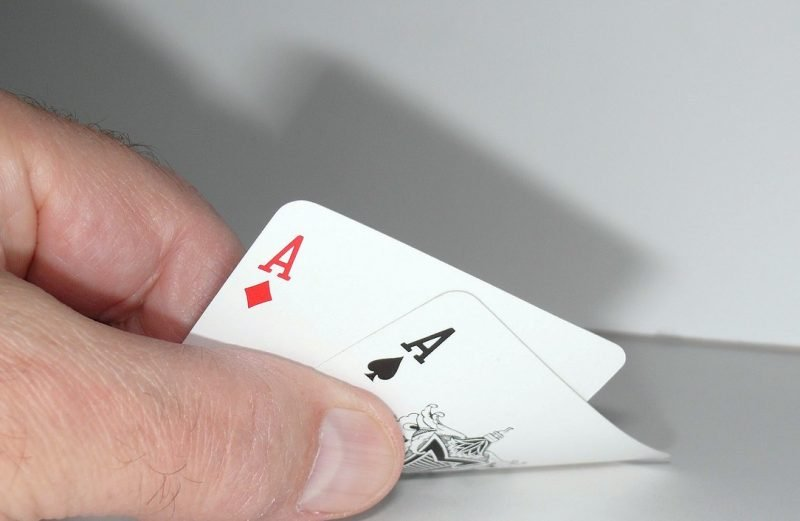 paires servies au poker